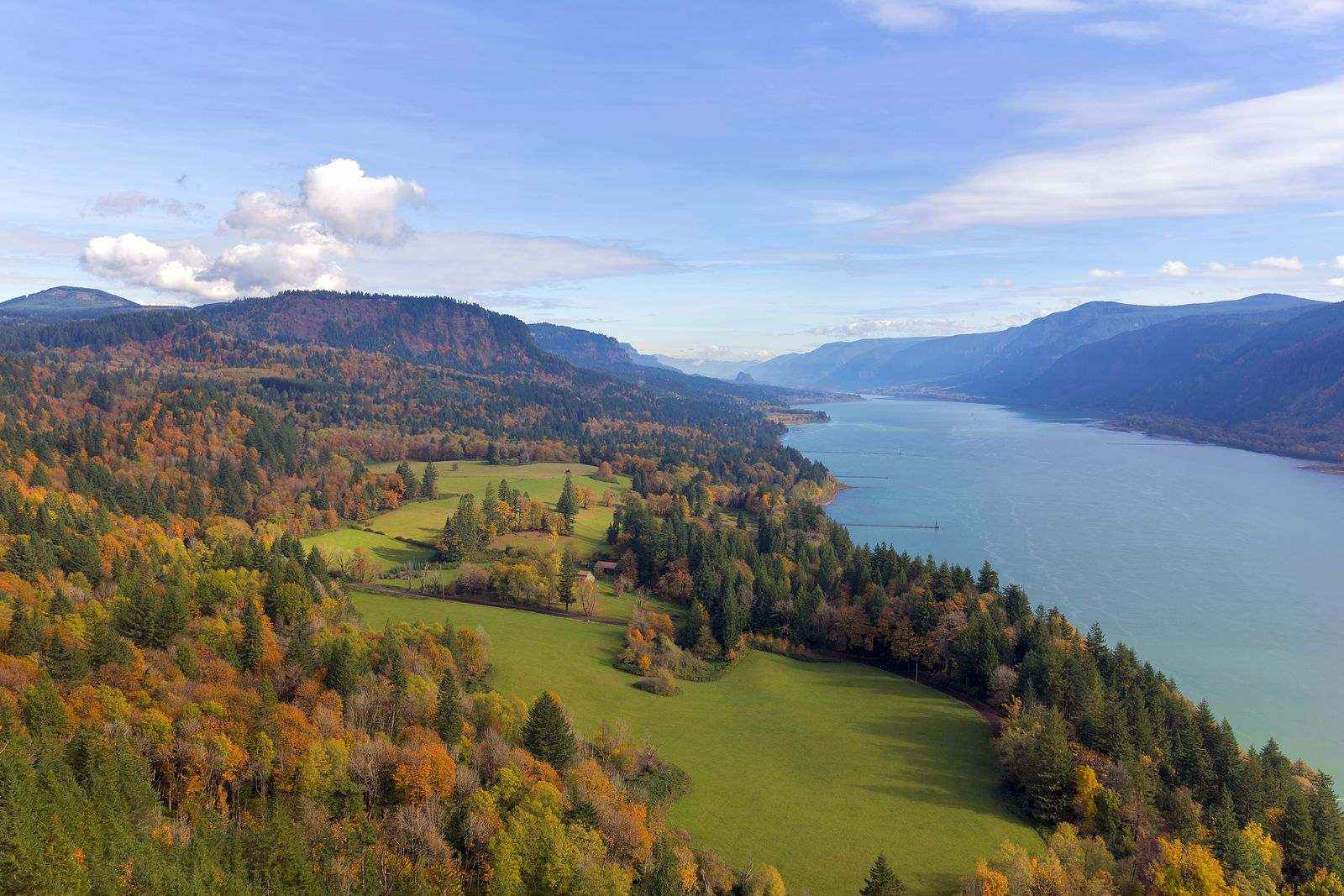 View over Columbia River Gorge, one of the most beautiful places in Oregon