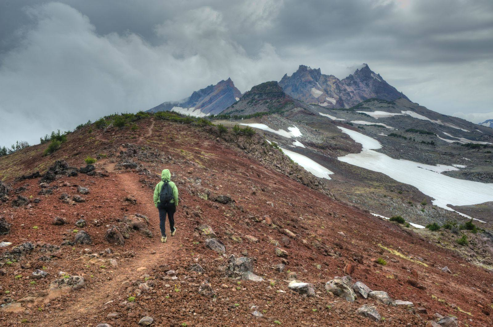 40+ Hiking Gift Ideas for Those Who Love Getting Up High!
