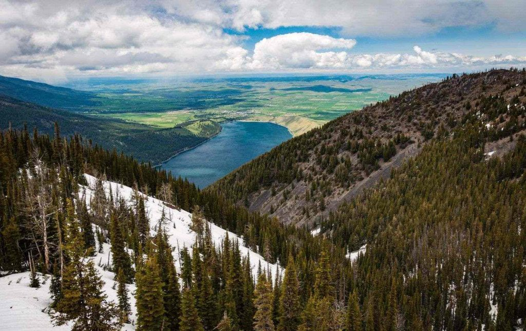 View of Wallowa Lake in Oregon with mountains from above