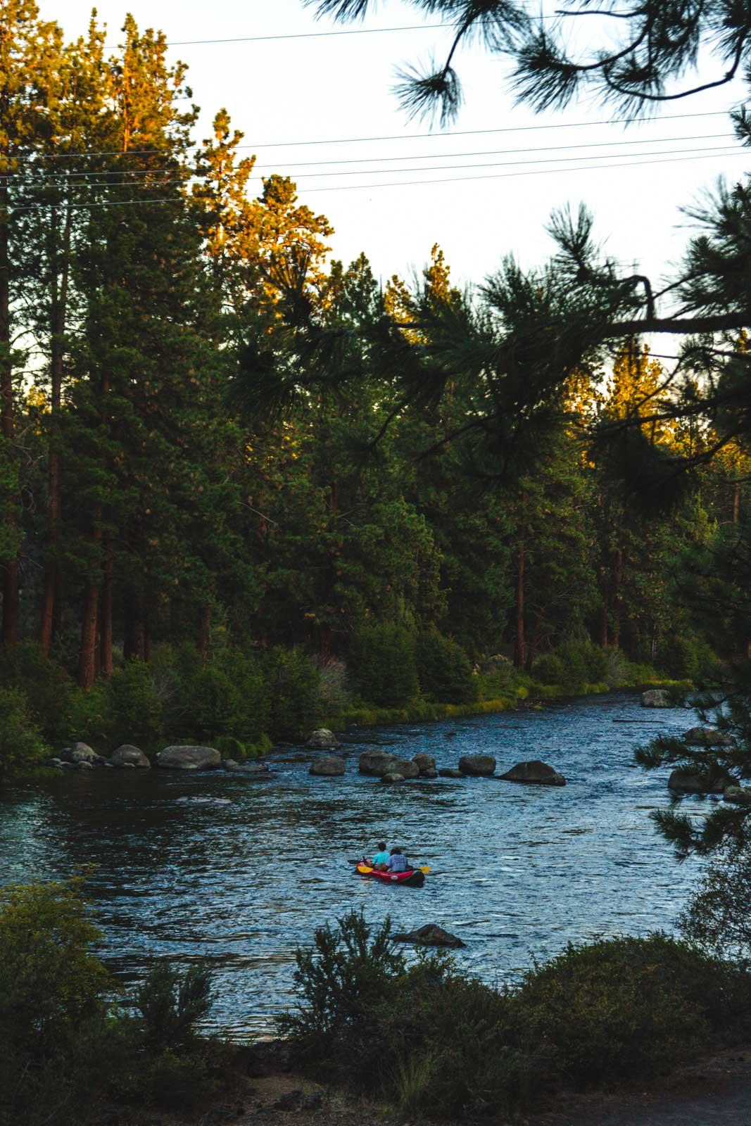 Deschutes River trail kayker