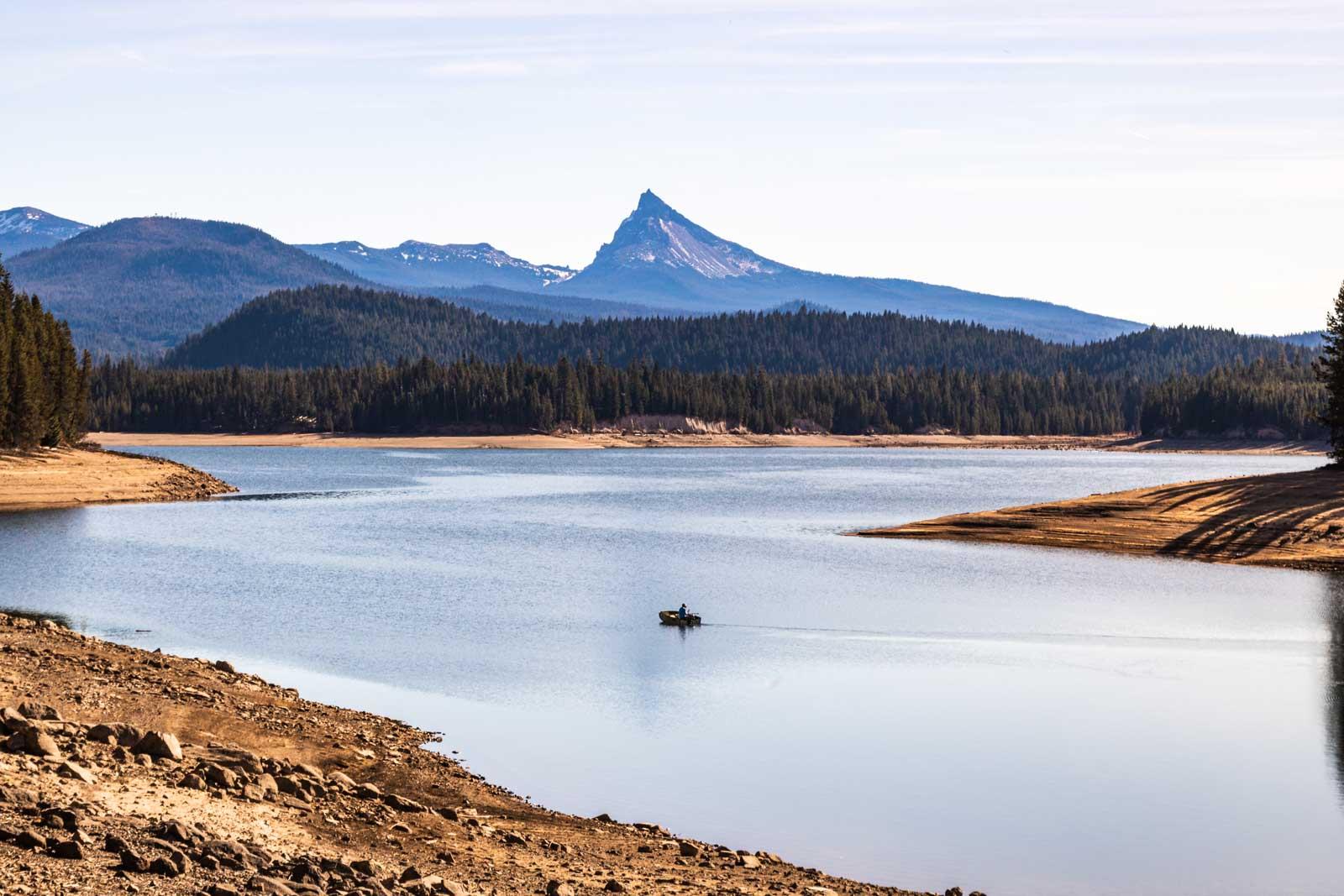The beauty of Lemolo Lake in Umpqua National Forest