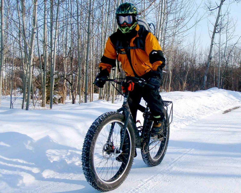Oregon in winter - fat biking on snow trails