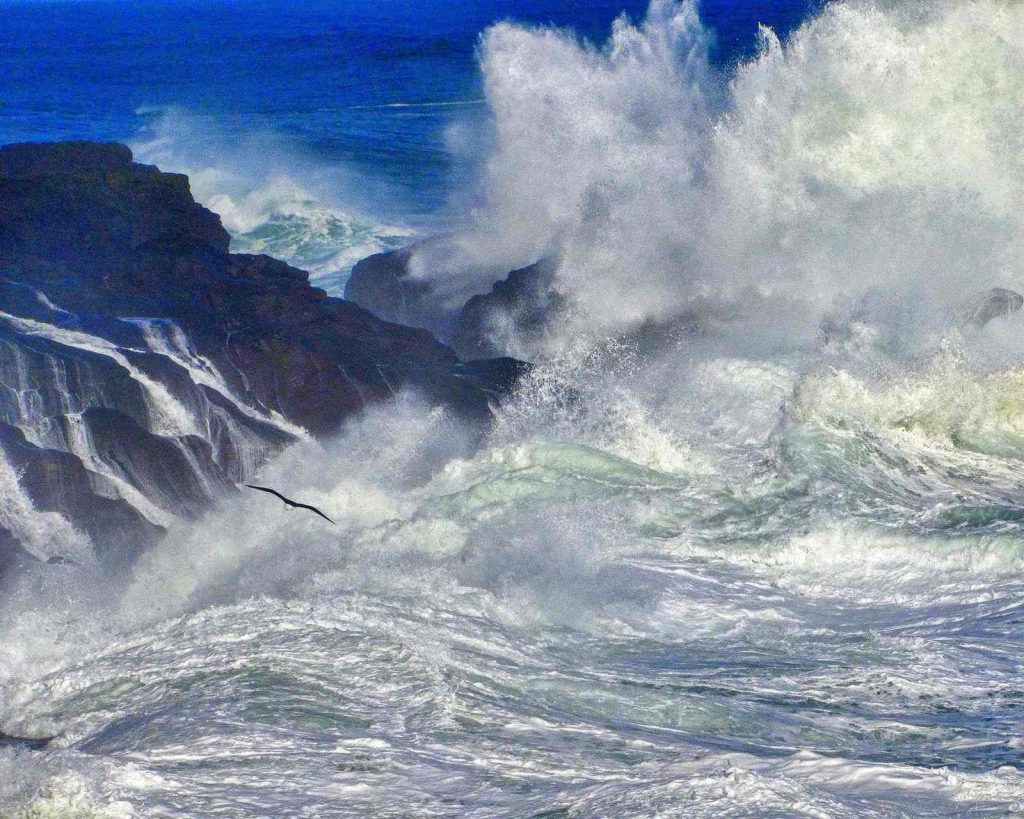 View of huge waves on Oregon Coast in winter