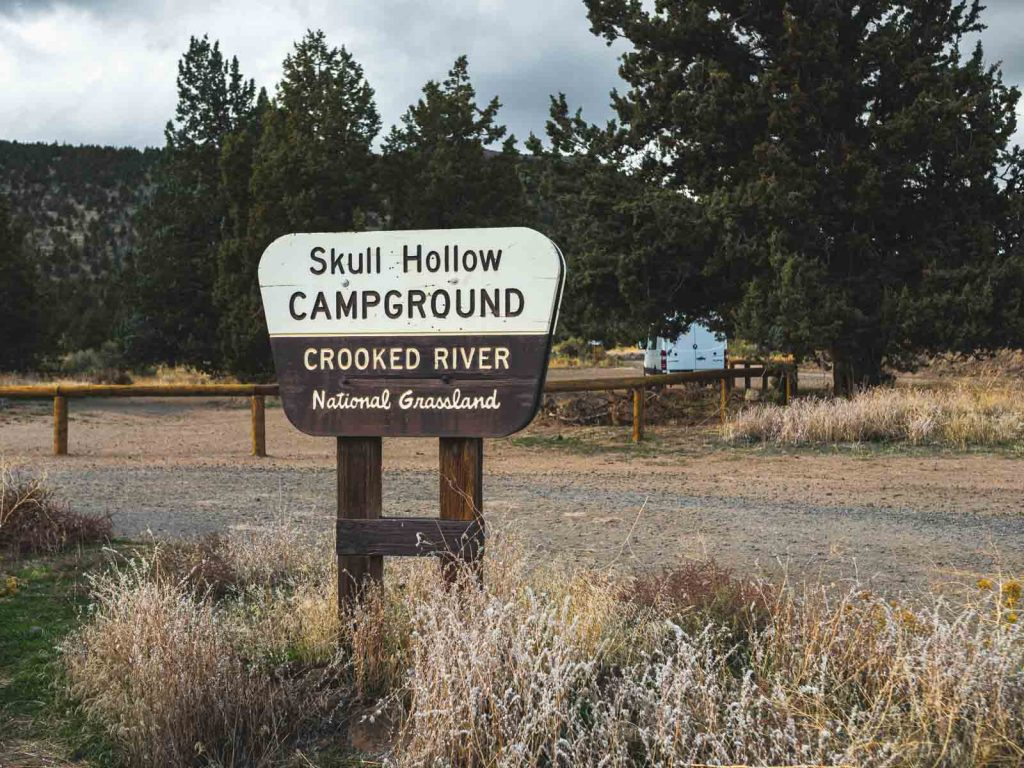 You can stay at Skull Hollow Campground during your Smith Rock hikes.