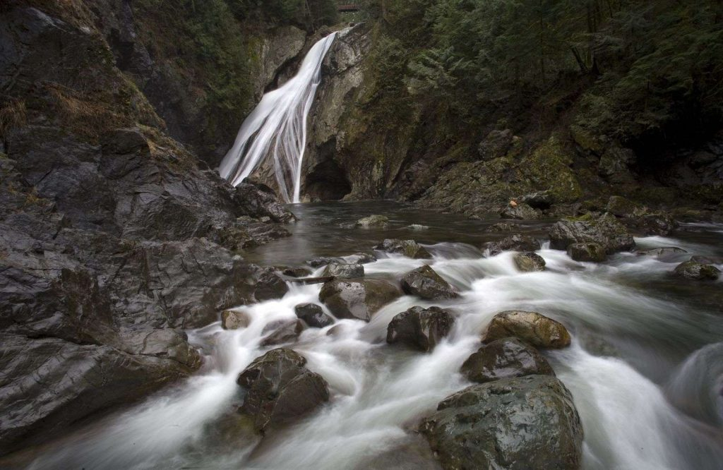 Twin Falls is a must stop on your Washington road trip.