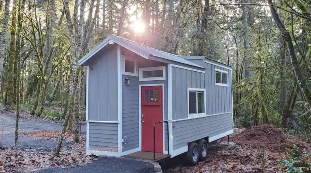 Tiny Farmhouse in the woods glamping in Oregon site