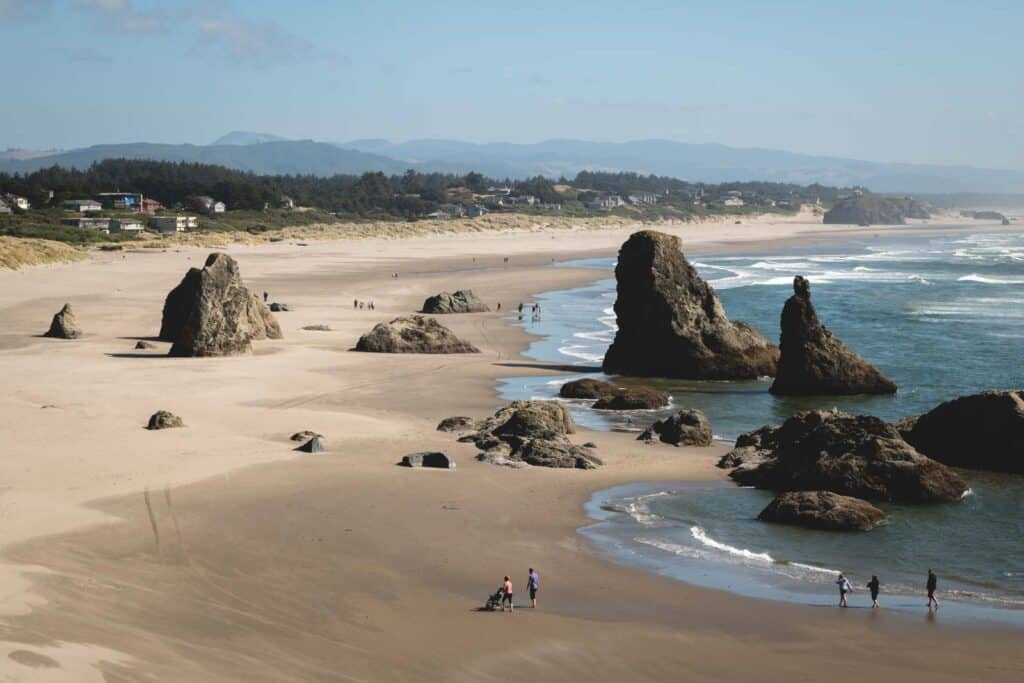 Bandon Beach overlook onto beach, rock formations and coastline in Oregon