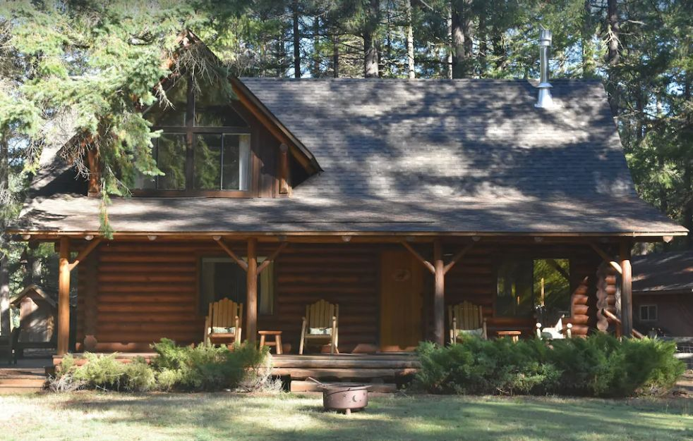 Riverfront cabin in Oregon surrounded by trees