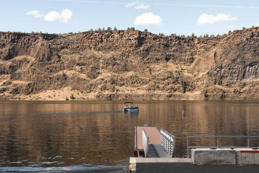 Boat on Lake Billy Chinook in Cove Palisades State Park