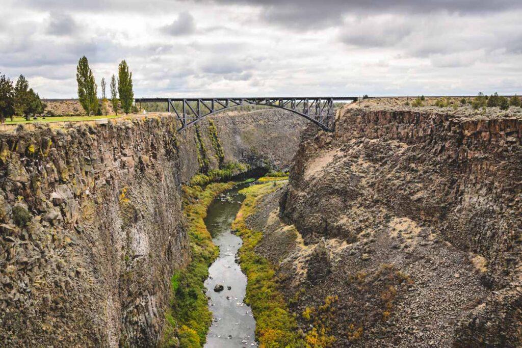 Bridge over the Crooker River in Peter Skene Ogden Staate Park